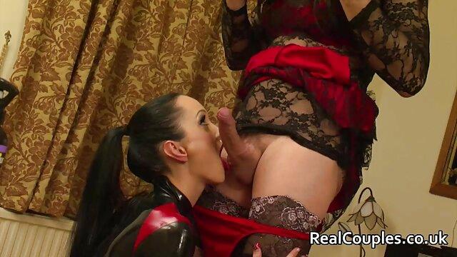 La milf americana Lucky se divierte mucho con un consolador video xxx en idioma español rojo