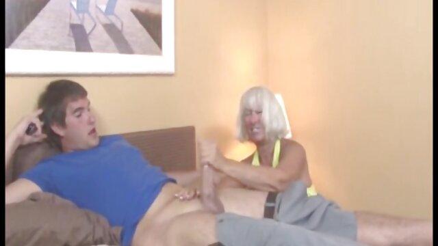 Novia tetona graba su primer vídeos xxx cámara oculta porno con su novio