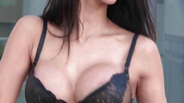 Oficial británico Wren trae a casa videos xxx lesbianas en español una película porno - GJ