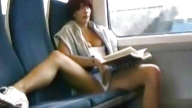 Parejas adolescentes lesbianas jugando videos xxx subtitulado en español entre sí