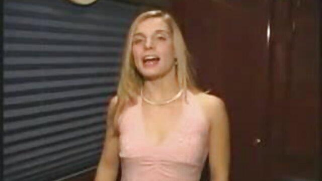Pequeña morena flexible Lucy Doll chupa y videos xxx hentay en español folla