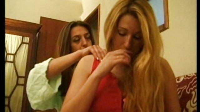 MILF videos xxx de jovencitas en español lesbiana tiene una sesión de buceo salvaje con una chica peluda