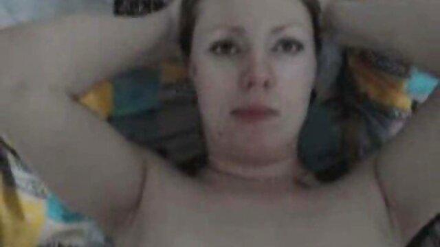 Sexy videos xxxen espanol chick masturbación con la mano
