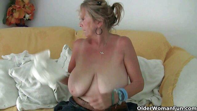 La esposa se masturba y luego le hace una mamada videos xxx caseros gratis en español a su marido.